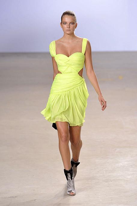 Matthew-Williamson-Podium-spring-fashion-2010-026_show_fullscreen_view